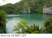 Озеро между скалами. Стоковое фото, фотограф Леван Каджая / Фотобанк Лори
