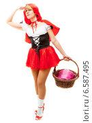 Купить «Красная шапочка вглядывается вдаль», фото № 6587495, снято 12 марта 2014 г. (c) Сергей Дубров / Фотобанк Лори