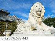 Воронцовский дворец (Алупка). Мраморный лев (2014 год). Редакционное фото, фотограф Елена Железкова / Фотобанк Лори
