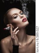 woman with smoke in mouth and lipstick. Стоковое фото, фотограф Александр Буц / Фотобанк Лори