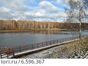 Купить «Джамгаровский пруд в Москве в октябре», эксклюзивное фото № 6596367, снято 23 октября 2014 г. (c) lana1501 / Фотобанк Лори