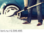 Купить «closeup of man digging up stuck in snow car», фото № 6599495, снято 16 января 2014 г. (c) Syda Productions / Фотобанк Лори