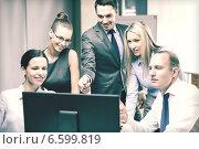 Купить «business team with monitor having discussion», фото № 6599819, снято 9 ноября 2013 г. (c) Syda Productions / Фотобанк Лори