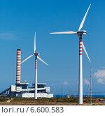 Купить «Ветрогенератор на фоне голубого неба», иллюстрация № 6600583 (c) Mikhail Starodubov / Фотобанк Лори