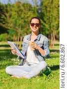 smiling young girl with notebook and coffee cup. Стоковое фото, фотограф Syda Productions / Фотобанк Лори