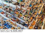 Купить «Магниты в сувенирной лавке в Турции», эксклюзивное фото № 6606807, снято 20 июня 2014 г. (c) Володина Ольга / Фотобанк Лори