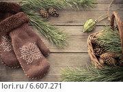 Купить «mittens, cones and pine branch on a wooden background», фото № 6607271, снято 26 октября 2014 г. (c) Майя Крученкова / Фотобанк Лори