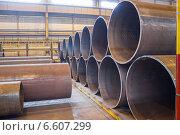 Купить «Внутрицеховой склад трубопроводов большого диаметра», фото № 6607299, снято 3 апреля 2014 г. (c) Кекяляйнен Андрей / Фотобанк Лори