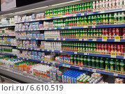 Купить «Полки с молочными продуктами в магазине», фото № 6610519, снято 31 октября 2014 г. (c) Victoria Demidova / Фотобанк Лори