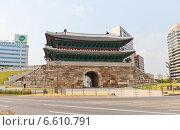 Купить «Ворота Суннемун (1398 г.) в Сеуле, Южная Корея. Национальное достояние», фото № 6610791, снято 27 сентября 2014 г. (c) Иван Марчук / Фотобанк Лори