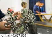 """Купить «Опыт с магнитами в музее """"Экспериментаниум""""», эксклюзивное фото № 6627955, снято 5 ноября 2014 г. (c) Володина Ольга / Фотобанк Лори"""