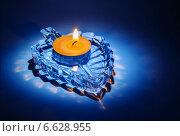 Горящая свеча в подсвечнике. Стоковое фото, фотограф Надежда Хуртова / Фотобанк Лори