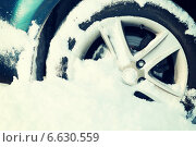 Купить «closeup of car wheel stuck in snow», фото № 6630559, снято 16 января 2014 г. (c) Syda Productions / Фотобанк Лори
