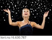 Купить «smiling woman raising hands and looking up», фото № 6630787, снято 1 июня 2014 г. (c) Syda Productions / Фотобанк Лори