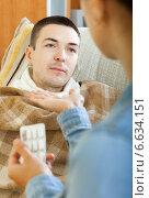 Купить «women giving pills to diseased man», фото № 6634151, снято 27 марта 2019 г. (c) Яков Филимонов / Фотобанк Лори