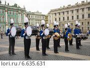 Купить «Оркестр маршевой музыки Cheetahs Drumline. Дворцовая площадь. Санкт-Петебург.», фото № 6635631, снято 1 мая 2014 г. (c) Татьяна Ульянова / Фотобанк Лори