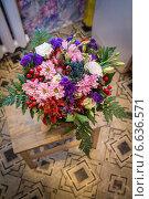 Купить «Свадебный букет в вазе, love», фото № 6636571, снято 9 августа 2014 г. (c) Наталья Степченкова / Фотобанк Лори