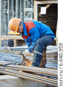 Купить «worker cutting rebar by grinding machine», фото № 6640959, снято 8 октября 2014 г. (c) Дмитрий Калиновский / Фотобанк Лори