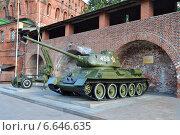 Купить «Выставка военной техники в Нижегородском кремле в 2014 году. Танк Т-34-85 и зенитное орудие», фото № 6646635, снято 4 сентября 2014 г. (c) александр афанасьев / Фотобанк Лори