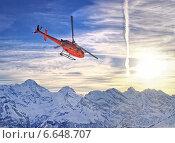 Красный вертолет в швейцарских Альпах вблизи горы Jungfrau (2013 год). Стоковое фото, фотограф Роман Бабакин / Фотобанк Лори