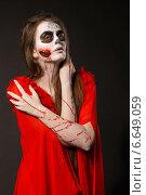 Купить «Девушка в крови», фото № 6649059, снято 17 октября 2014 г. (c) Смирнова Лидия / Фотобанк Лори