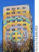 Купить «Фрагмент раскрашенного дома в городе Раменское, Московской области», эксклюзивное фото № 6649859, снято 29 октября 2014 г. (c) lana1501 / Фотобанк Лори