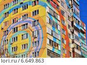 Купить «Фрагмент раскрашенного дома в городе Раменское, Московской области», эксклюзивное фото № 6649863, снято 29 октября 2014 г. (c) lana1501 / Фотобанк Лори