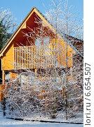 Деревянный коттедж зимой. Стоковое фото, фотограф Татьяна Кахилл / Фотобанк Лори
