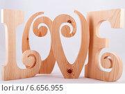 Деревянные буквы Love. Стоковое фото, фотограф Николай Фролочкин / Фотобанк Лори