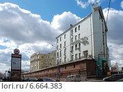 Купить «Улица Варварка, 14. (Бывший доходный дом З. М. Персиц). Москва», эксклюзивное фото № 6664383, снято 19 апреля 2010 г. (c) lana1501 / Фотобанк Лори