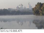 Купить «Река Москва и Коломенский кремль утром в туман», эксклюзивное фото № 6666471, снято 21 сентября 2014 г. (c) Дмитрий Неумоин / Фотобанк Лори