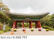 Купить «Ворота Хынхвамун (Heunghwamun) дворца Кёнхигун (Gyeonghuigung) в Сеуле, Южная Корея», фото № 6668791, снято 27 сентября 2014 г. (c) Иван Марчук / Фотобанк Лори
