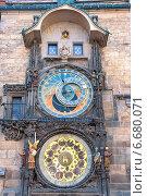 Купить «Астрономические часы в Праге, Чешская Республика», фото № 6680071, снято 4 июля 2014 г. (c) Ласточкин Евгений / Фотобанк Лори