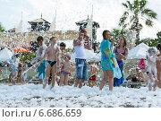 Купить «Пенная вечеринка на курорте, Кемер, Турция», фото № 6686659, снято 21 августа 2014 г. (c) Володина Ольга / Фотобанк Лори