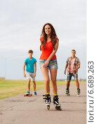 Купить «group of smiling teenagers with roller-skates», фото № 6689263, снято 10 августа 2014 г. (c) Syda Productions / Фотобанк Лори