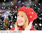 smiling young woman in winter clothes. Стоковое фото, фотограф Syda Productions / Фотобанк Лори