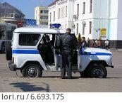 Купить «Полицейский автомобиль в Сергиевом Посаде. Московская область», эксклюзивное фото № 6693175, снято 19 апреля 2014 г. (c) lana1501 / Фотобанк Лори