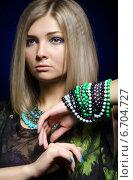 Портрет красивой светловолосой девушки с браслетами. Стоковое фото, фотограф Nikolay Safronov / Фотобанк Лори
