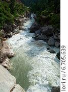 Река Парвати в горном ущелье в окрестностях Маникарана. Гималаи, Индия (2011 год). Стоковое фото, фотограф Виктор Карасев / Фотобанк Лори