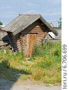 Купить «Туалет в виде сказочной избушки», эксклюзивное фото № 6706699, снято 25 июля 2014 г. (c) Александр Щепин / Фотобанк Лори