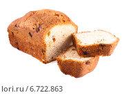 Купить «Кекс с изюмом, изолированно на белом фоне», фото № 6722863, снято 24 ноября 2014 г. (c) Литвяк Игорь / Фотобанк Лори