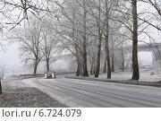 Морозное туманное утро на городской трассе (2014 год). Редакционное фото, фотограф Ляля Рюмина / Фотобанк Лори