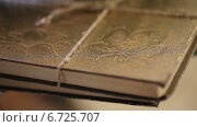 Купить «Перевязанная веревкой книга крупным планом», видеоролик № 6725707, снято 20 ноября 2014 г. (c) Потийко Сергей / Фотобанк Лори
