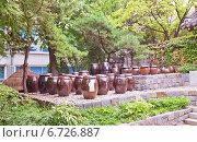 Купить «Корейские глиняные горшки Onggi в деревне традиционных домов ханок на Намсане в Сеуле, Южная Корея», фото № 6726887, снято 28 сентября 2014 г. (c) Иван Марчук / Фотобанк Лори
