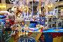 Новогодние елочные игрушки на витрите магазина в ГУМе в Москве, эксклюзивное фото № 6727087, снято 28 ноября 2014 г. (c) lana1501 / Фотобанк Лори