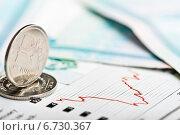 Купить «Курс рубля на международных фондовых биржах», фото № 6730367, снято 23 ноября 2014 г. (c) Валерия Потапова / Фотобанк Лори