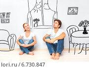 Концепция: счастливая пара в новой квартире мечтает и планирует интерьер. Стоковое фото, фотограф Евгений Атаманенко / Фотобанк Лори