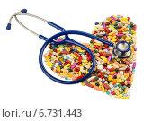 stethoscope and pills in heart shape. Стоковое фото, фотограф Erwin Wodicka / Фотобанк Лори