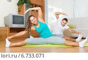Couple having yoga class. Стоковое фото, фотограф Яков Филимонов / Фотобанк Лори