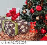 Подарки под новогодней елкой. Стоковое фото, фотограф Сергей Богданов / Фотобанк Лори